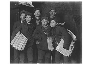 Lewis Hine(1874-1940) -A Midnight Group Of Newsies Starting Out With The Sunday Pap- Postkaart