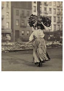 Lewis Hine(1874-1940) -Carrying Homework, N.Y., East Side- Postkaart