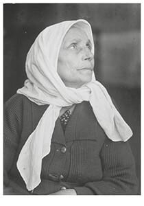Lewis Hine(1874-1940) -Het beloofde land. Een Joodse grootmoeder die aankomt bij- Postkaart