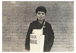 Lewis Hine(1874-1940) -Tony Casale, Newsboy- Postkaart