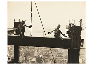 Lewis Hine(1874-1940) -Two Workers On A Girder, Empire State Building- Postkaart