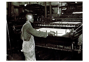 Lewis Hine(1874-1940) -Pressman In A Southern Publishing House- Postkaart