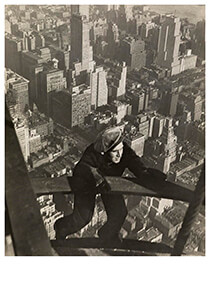 Lewis Hine(1874-1940) -Safety-Man Coming Up On Mooring Mast, Empire State Building- Postkaart
