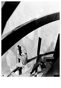 Lewis Hine(1874-1940) -Man On Girders, Mooring Mast, Empire State Building- Postkaart