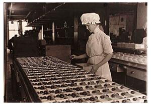 Lewis Hine(1874-1940) -Chocolate Maker- Postkaart