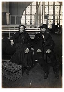Lewis Hine(1874-1940) -Couple, Ellis Island- Postkaart