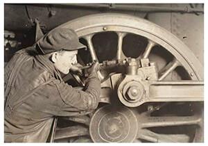 Lewis Hine(1874-1940) -Driving Wheel Of Locomotive- Postkaart