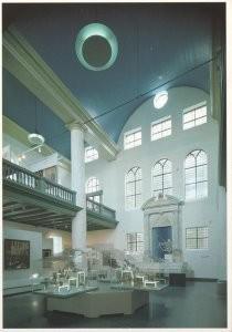 Anoniem, -Het Joods Historisch Museum te Amsterdam: interieu- Postkaart