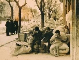 IIvSG, -Dakloze kinderen in de Spaanse- Postkaart