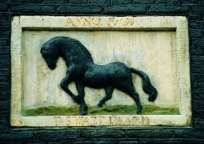 -T Swart Paard gevelste- Postkaart