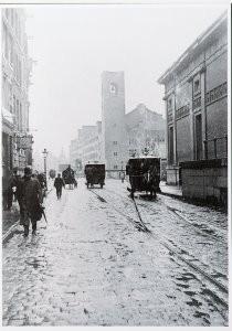 Anoniem -Damrak ter hoogte van nr. 68 met de Beurs van Zoch- Postkaart