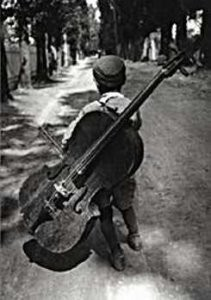 Eva Besnyo  (1910-2003) -Zigeunerjongen, Hongarije, 1931- Postkaart