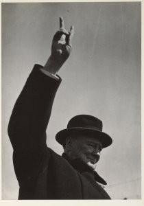Sem Presser (1917-1986) -Amsterdam, bezoek van Sir Winston Churchill, 8 mei- Postkaart