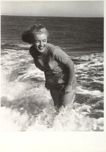 Marilyn Monroe (1926-1962) -Marilyn Monroe, Malibu 1948, permission F.B.- Postkaart