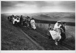Gerhard van Roon (1970) -Hongaarse bruiloft- Postkaart