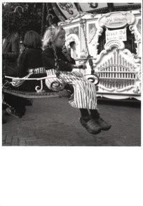 Carel Blazer (1911-1980) -Volendam, meisje op kermis, 1953- Postkaart
