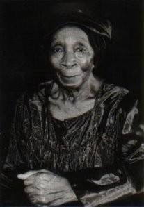 Angele Etoundi Essamba (1962) -Sporen van- Postkaart