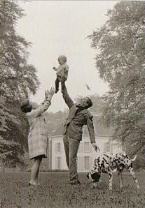 Max Koot (1917-1991) -Prinses Beatrix, Prins Claus en Willem-Alexander- Postkaart
