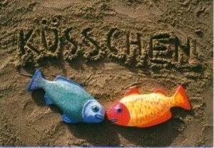 Jeanet van der Meer (1958) -Kusje (Twee gekleurde vissen die kussen onder het woord- Postkaart