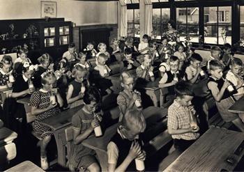 Anoniem, -Schoolmelk is goed voor elk- Postkaart