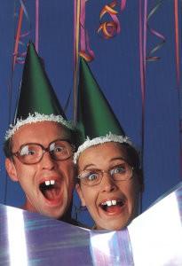 Erwin Olaf (1959) -Theo & Thea 'Happy Birthday'- Postkaart