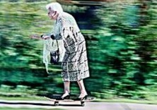 Alexander Massey -86 Years old Anne Wright on her skateboard- Postkaart