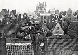 Spaarnestad Fotoarchief, -Sinterklaas met zijn paard over de daken- Postkaart