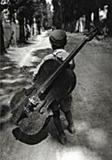 Eva Besnyo  (1910-2003) -Zigeunerjongen, Hongarije, 1931- Dubbele Kaart