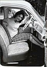 Anoniem, -De vrouw en haar auto- Dubbele Kaart