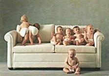 Andy Cox -7 babies on sofa- Dubbele Kaart