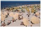 Alphons Hustinx (1900-1972)  -  Het strand ligt vol met badgasten. Scheveningen, 1950 - Postkaart -  1C10021-1