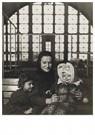 Lewis Hine(1874-1940) - An Ellis Island Madonna (Russian Family), C. 1905 - Postkaart - A16637-1