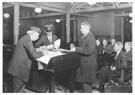 Lewis Hine(1874-1940) - The Interpreter Ellis Island - Postkaart - A16661-1