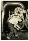 "Lewis Hine(1874-1940)  -  ""Powerhouse Mechanic"" (Variant). - Postkaart -  A16679-1"