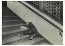 Lewis Hine(1874-1940)  -  Newsie Asleep On Stairs - Postkaart -  A16731-1