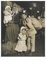 Lewis Hine(1874-1940) - Immigrants, Ellis Island, 1905 - Postkaart - A16748-1