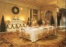 -  Vestibule met Deventertapijt en gedekte tafel en b - Postkaart -  A6011-1