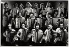 Hans Samsom (1939)  -  Accordeonvereniging (Een groep muzikanten die accordeon - Postkaart -  B0650-1