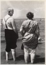 Cor Dekkinga (1929-2011)  -  Oud paar op strand - Postkaart -  B0676-1