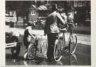Anoniem  -  Les in oversteken met de fiets aan de hand, august - Postkaart -  B1164-1