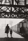Dirk de Herder (1914-2003)  -  Ga nooit op reis zonder een koffer met dromen, Centraal Station, Amsterdam - Postkaart -  B1734-1