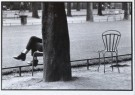 Jean-Claude Lejeune (1943)  -  Time-out (Een man achter een boom zittend op een stoel in - Postkaart -  B2608-1