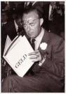 Spaarnestad Fotoarchief,  -  Prins Bernhard vermeld het boek 'Geld' - Postkaart -  B3294-1