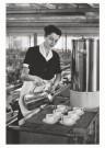 Emile v. Moerkerken(1916-1995) -  Serveerster in fabriekscantine. 28 j. (N.Brabant) - Postkaart -  B3474-1