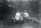 A.J.Bonda (1872-1928)  -  Duitse militair met dames, Bergen (NH), 1914-1918 - Postkaart -  B3519-1