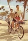 Stephen Hender  -  Biking family - Postkaart -  C11024-1