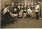 Paul H. de Bruin  -  Bruin, de/  7 persons & 2 dogs - Postkaart -  C2301-1