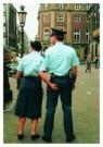 Arnoud Bourdrez  -  Vrouwen helpen - Postkaart -  C3306-1