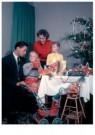 Spaarnestad Fotoarchief,  -  Kerstmis, gezin aan tafel bij de kerstboom - Postkaart -  D1180-1