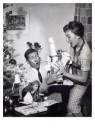 Spaarnestad Fotoarchief,  -  Kerstcadeaux/Kerstkadootjes bijna vallen, 1959 - Postkaart -  D1182-1